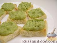 Фото к рецепту: Крутоны с паштетом из авокадо