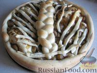 Фото к рецепту: Пирог из дрожжевого теста с грибами