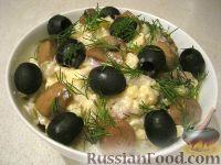 Фото к рецепту: Деревенский салат с грибами