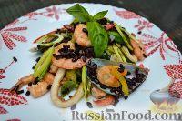 Фото к рецепту: Салат из морепродуктов с черным рисом