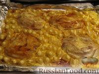 Фото к рецепту: Рыба в духовке с ананасами