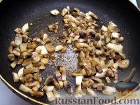 Фото приготовления рецепта: Каша пшенная с грибами - шаг №6