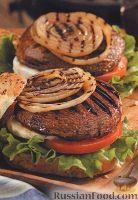 Фото к рецепту: Бургеры с грибами, луком, помидорами и сыром