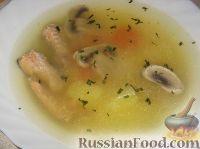 Фото к рецепту: Уха из горбуши с грибами