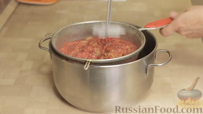 Фото приготовления рецепта: Варенье-желе из крыжовника с малиной - шаг №5