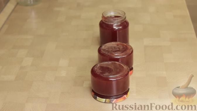 Фото приготовления рецепта: Варенье-желе из крыжовника с малиной - шаг №8