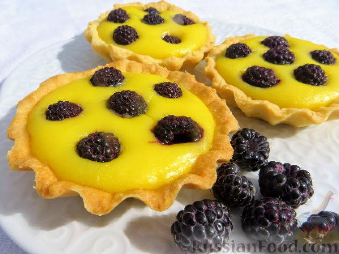 Фото приготовления рецепта: Дрожжевые булочки на кефире, со сливами - шаг №8