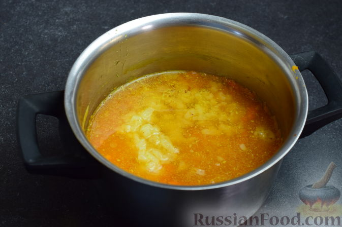 Фото приготовления рецепта: Суп с сырными рулетиками - шаг №3