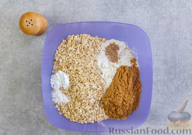 Фото приготовления рецепта: Овсяное печенье с малиной - шаг №3