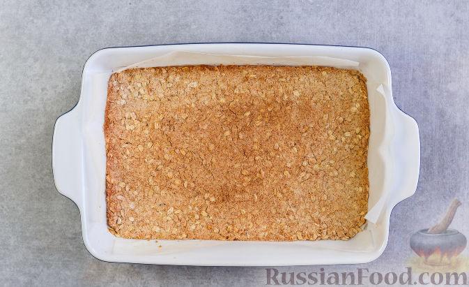 Фото приготовления рецепта: Овсяное печенье с малиной - шаг №7
