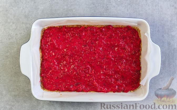 Фото приготовления рецепта: Овсяное печенье с малиной - шаг №9