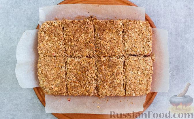 Фото приготовления рецепта: Овсяное печенье с малиной - шаг №11