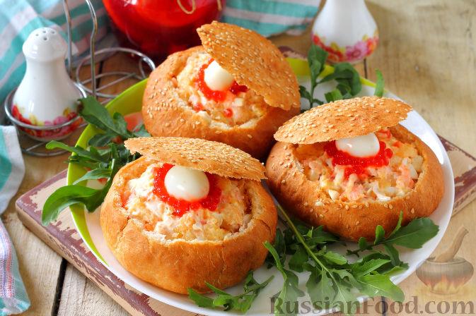 Фото приготовления рецепта: Рулетики из куриного филе, с сыром, беконом и маринованными огурцами - шаг №6