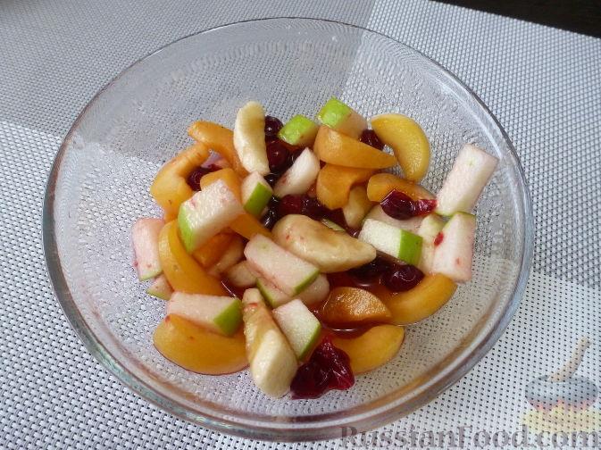 Фото приготовления рецепта: Горячий бутерброд с фруктами - шаг №4