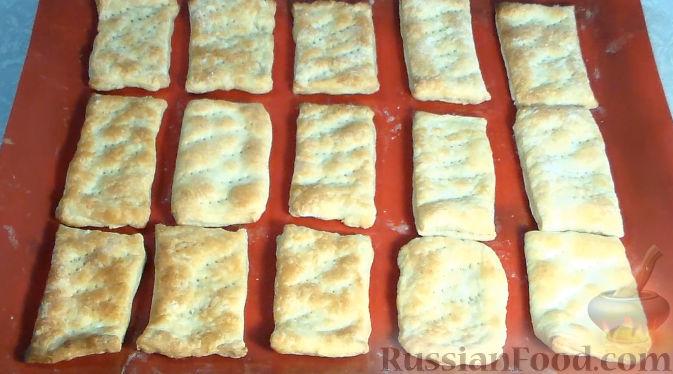Фото приготовления рецепта: Слойки со сливочным кремом и клубникой - шаг №5