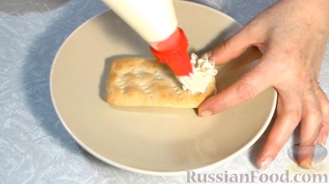 Фото приготовления рецепта: Слойки со сливочным кремом и клубникой - шаг №9