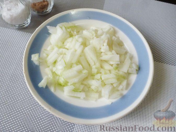 Фото приготовления рецепта: Торт из хлеба, со сметанным кремом и ананасами (без выпечки) - шаг №14