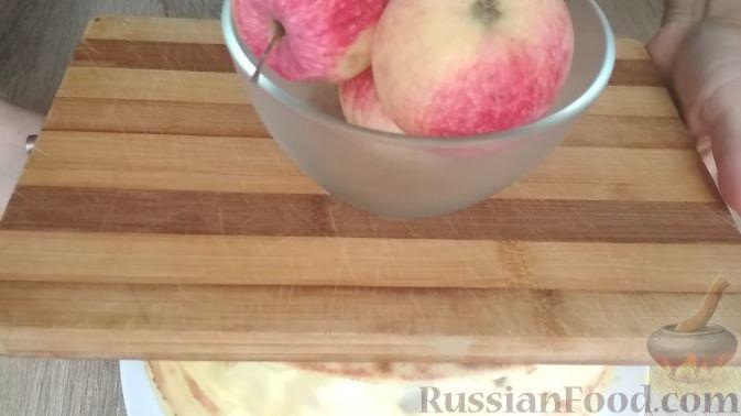 Фото приготовления рецепта: Творожный торт на сковороде - шаг №13