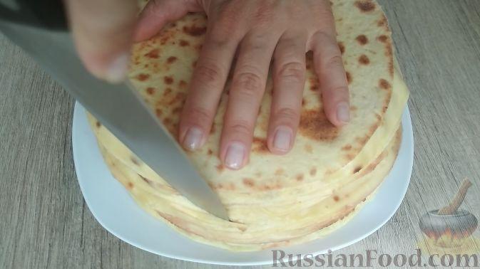 Фото приготовления рецепта: Творожный торт на сковороде - шаг №14