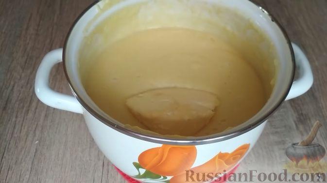 Фото приготовления рецепта: Творожный торт на сковороде - шаг №5