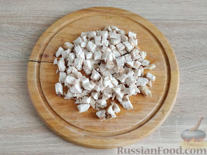 Фото приготовления рецепта: Салат с запеченным куриным филе и яичными блинчиками - шаг №12