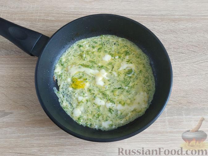 Фото приготовления рецепта: Салат с запеченным куриным филе и яичными блинчиками - шаг №9