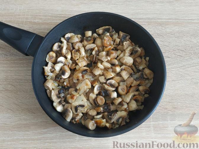 Фото приготовления рецепта: Салат с запеченным куриным филе и яичными блинчиками - шаг №7