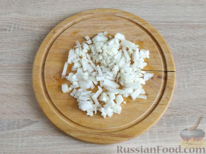 Фото приготовления рецепта: Салат с запеченным куриным филе и яичными блинчиками - шаг №5