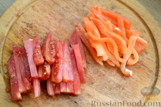 """Фото приготовления рецепта: Овощной салат """"Радуга"""" с голубикой - шаг №2"""
