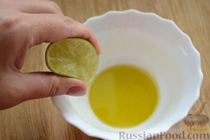 """Фото приготовления рецепта: Овощной салат """"Радуга"""" с голубикой - шаг №4"""