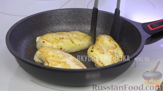 Фото приготовления рецепта: Куриные отбивные с томатным соусом - шаг №9