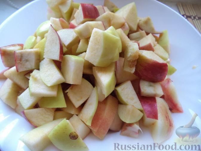 Фото приготовления рецепта: Салат с печенью, сладким перцем, помидорами и орехами - шаг №4