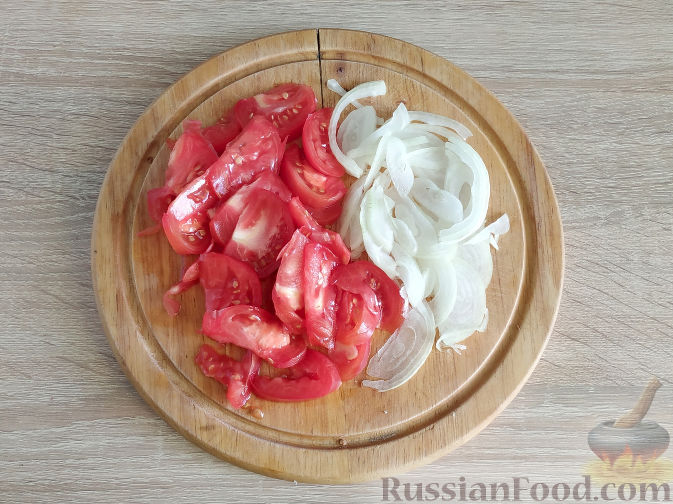 Фото приготовления рецепта: Куриный суп с картофелем и луково-мучной заправкой - шаг №13