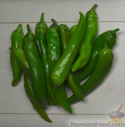 Фото приготовления рецепта: Кимчи из зелёного острого перца - шаг №1