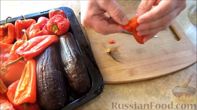 Фото приготовления рецепта: Айвар (овощная икра по-балкански) на зиму - шаг №3