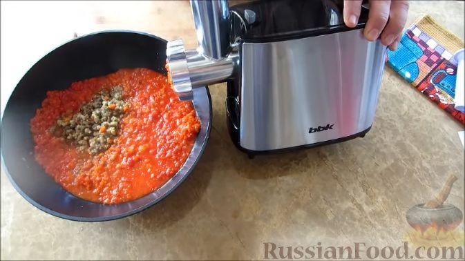 Фото приготовления рецепта: Айвар (овощная икра по-балкански) на зиму - шаг №4