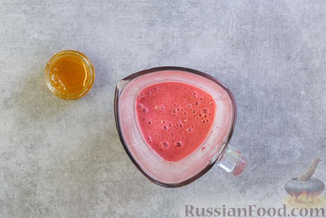 Фото приготовления рецепта: Клубнично-банановое мороженое - шаг №4