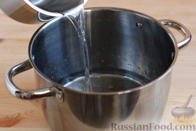 Фото приготовления рецепта: Тыквенный пирог с айвой, яблоком и пряностями - шаг №7