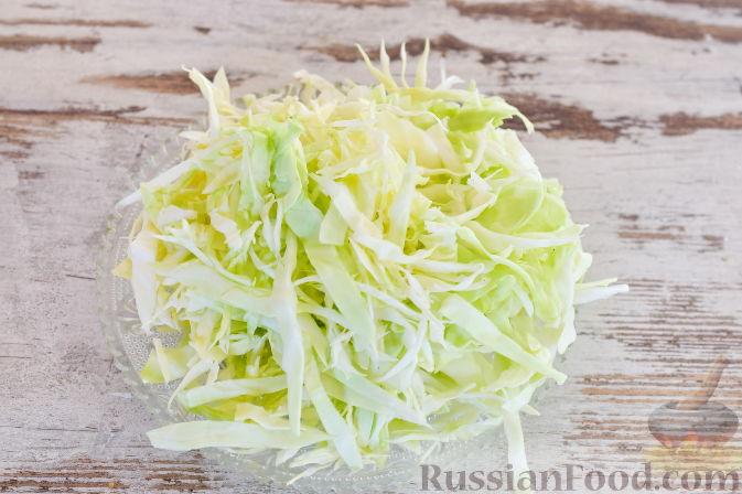 Фото приготовления рецепта: Ирландский суп с капустой и беконом - шаг №4