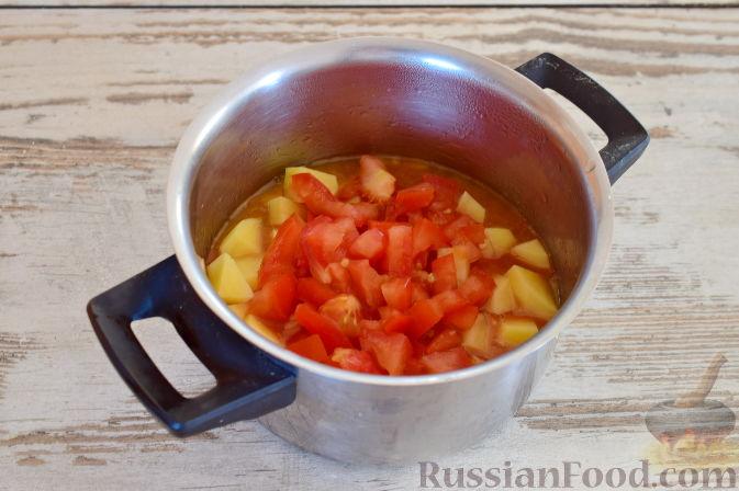 Фото приготовления рецепта: Ирландский суп с капустой и беконом - шаг №8