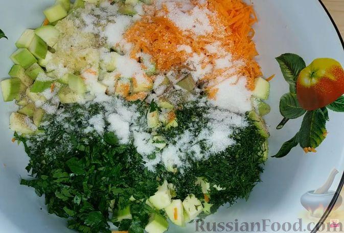 Фото приготовления рецепта: Гречка со сметаной, яйцами и грибами - шаг №6