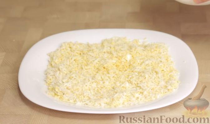 Фото приготовления рецепта: Салат из баклажанов с сыром и помидорами - шаг №5