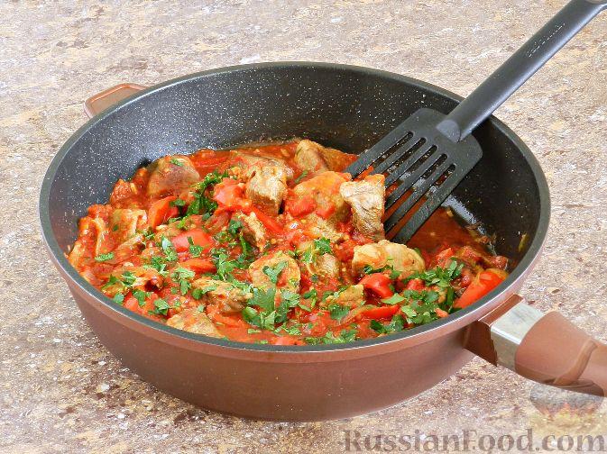 Фото приготовления рецепта: Жареная куриная печень с чесночно-соевым соусом - шаг №9