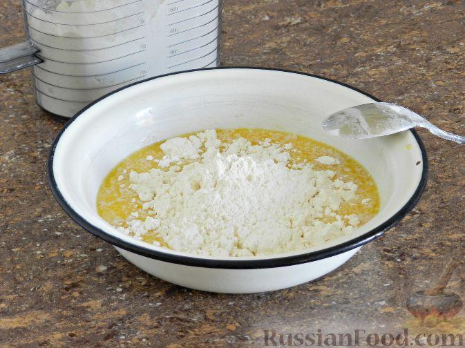 Фото приготовления рецепта: Булочки со сливами - шаг №5
