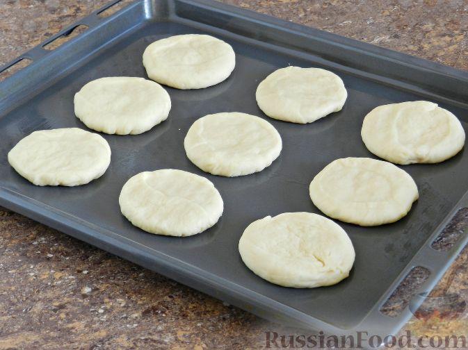 Фото приготовления рецепта: Булочки со сливами - шаг №9