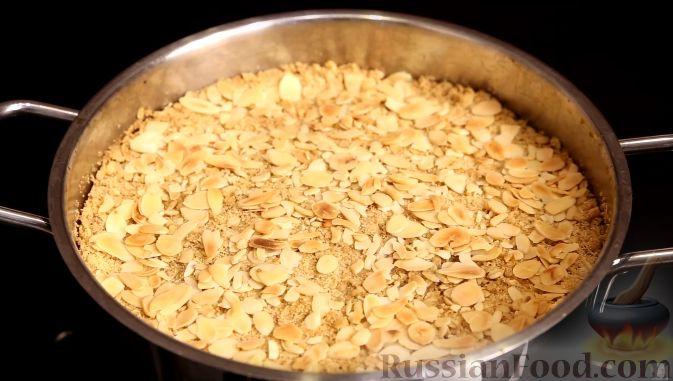 Фото приготовления рецепта: Томатный суп с рисом и консервированными фасолью и горошком - шаг №6