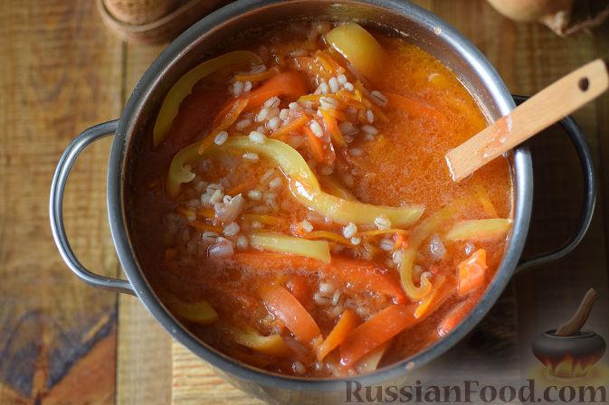 Фото приготовления рецепта: Овощной салат с перловкой на зиму - шаг №10