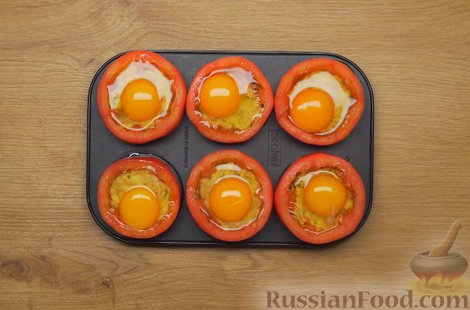Фото приготовления рецепта: Помидоры, фаршированные брынзой и яйцом - шаг №5