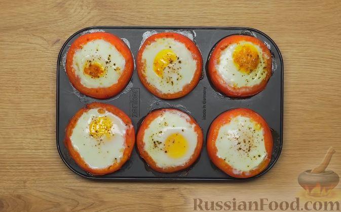 Фото приготовления рецепта: Помидоры, фаршированные брынзой и яйцом - шаг №6