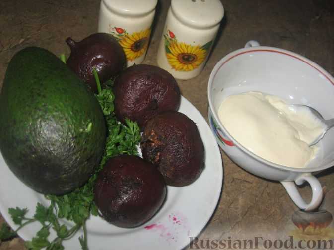 Фото приготовления рецепта: Свекольные башенки с авокадо - шаг №1